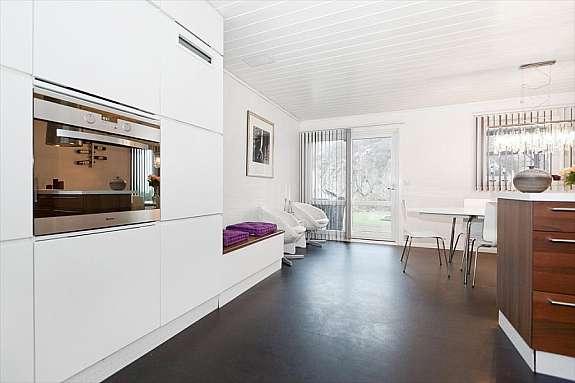 hus til salgs manuela hardy. Black Bedroom Furniture Sets. Home Design Ideas
